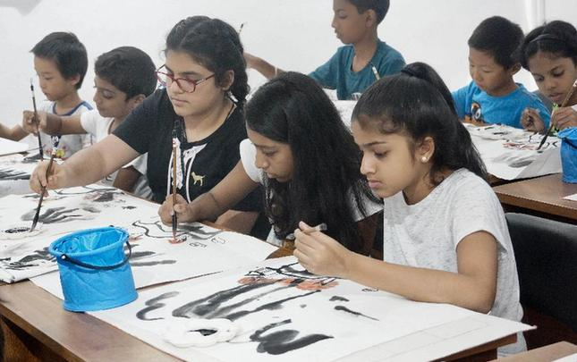 水墨画培训吸引斯里兰卡儿童体验中国文化