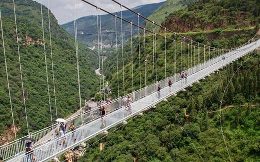 昆明首条5D玻璃桥正式试运营